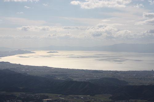 銀色に輝く琵琶湖