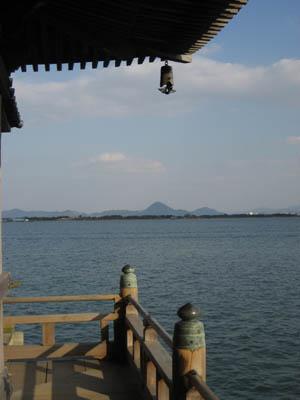浮御堂から見る穏やかな湖上