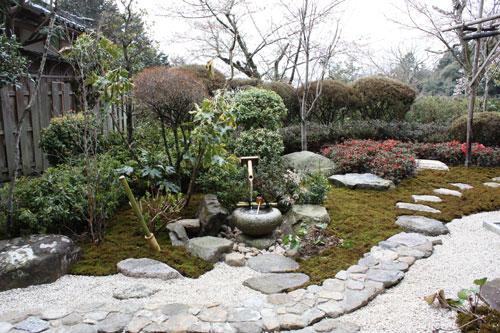 摠見寺の茶室前庭園