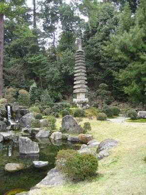 円照寺 十三重塔