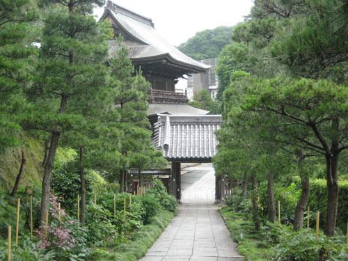 建長寺小方丈前から見下ろす参道