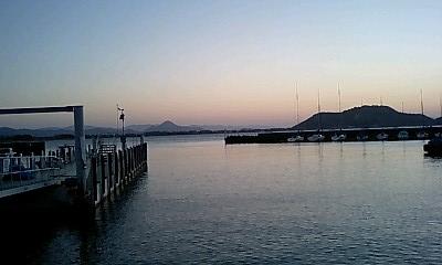 志村さんの作品「湖上夕照」を思わせる琵琶湖の夕日