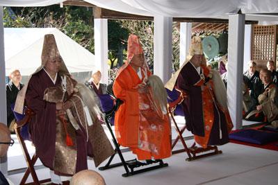 向かって左から奠湯・秉炬・奠茶の三導師