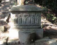 墓前の地蔵